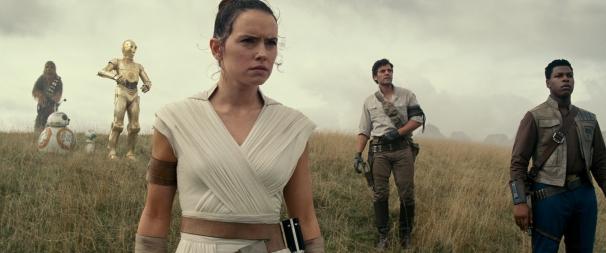 (Left to right( Chewbacca (Joonas Suotamo), BB-8, D-O, Rey (Daisy Ridley), Poe Dameron (Oscar Isaac) and Finn (John Boyega) in STAR WARS: THE RISE OF SKYWALKER